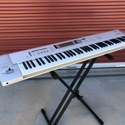 Korg Triton LE 76 Music Workstation Keyboard - pre-owned 76-key piano synth XLNT