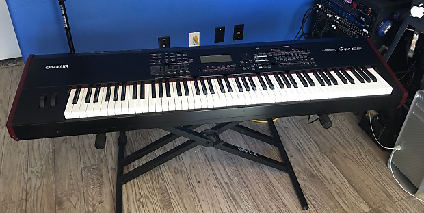 Yamaha S90 ES Keyboard with FC-3 Dual Zone Sustain Pedal and FC-7  Volume/Expression Pedal