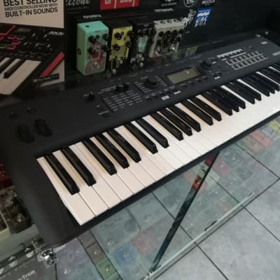 Korg KROSS 2 61-MB 61-Key Synthesizer Workstation