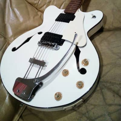 Morales by Zen-On Acoustic 60's Aged White for sale