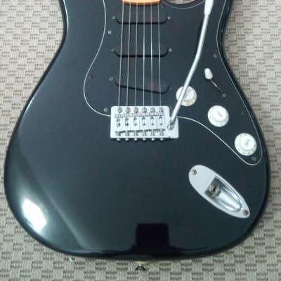 Starforce 8000 Black Guitar / Guitarra Starforce 8000 negra for sale