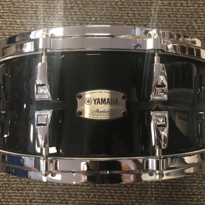 """14"""" x 6  Yamaha Absolute Hybrid Maple Snare Drum - Solid Black  AMS-1460SOB"""