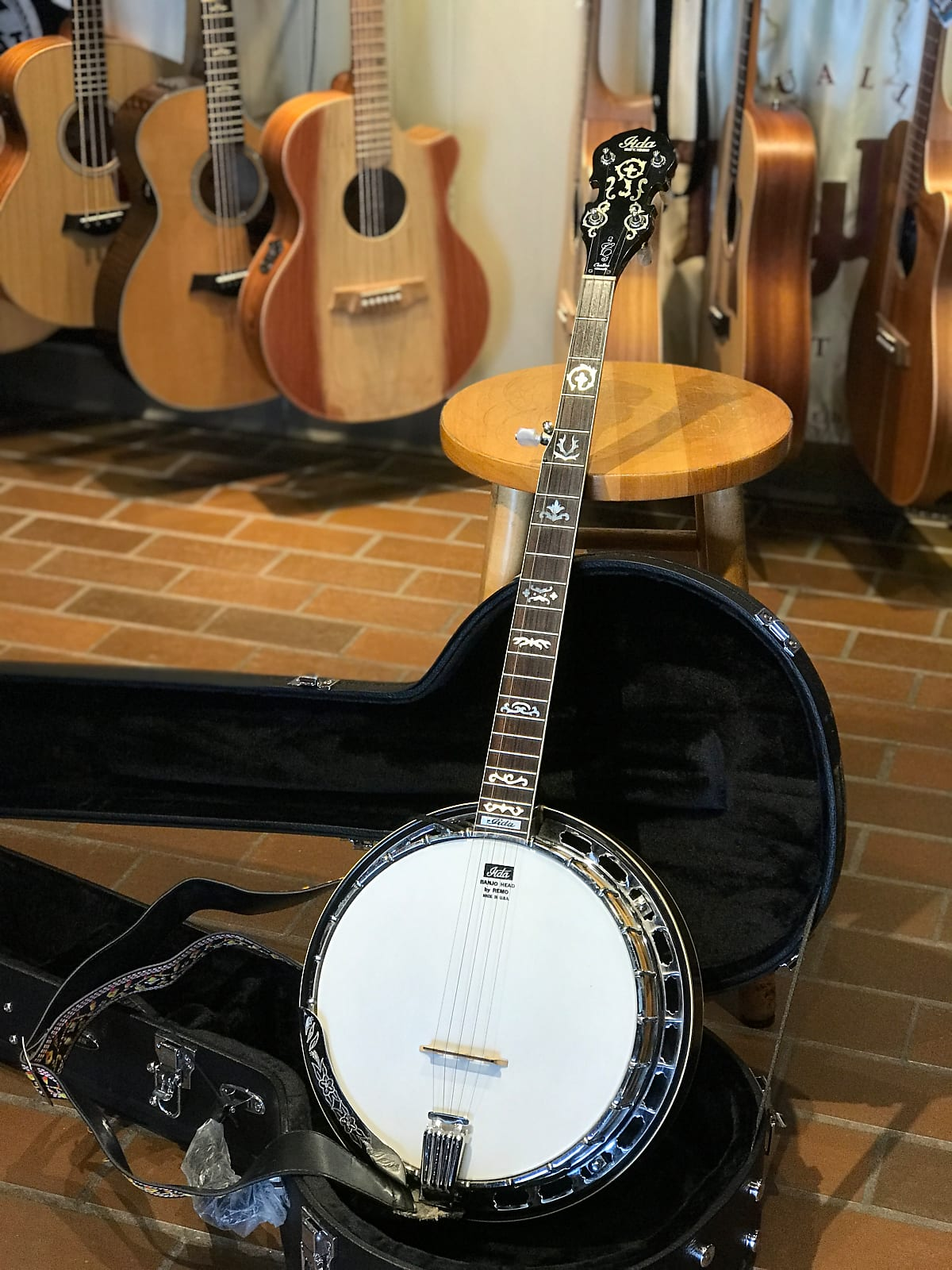 1980's Iida model 235 5 String Banjo with new hardshell case