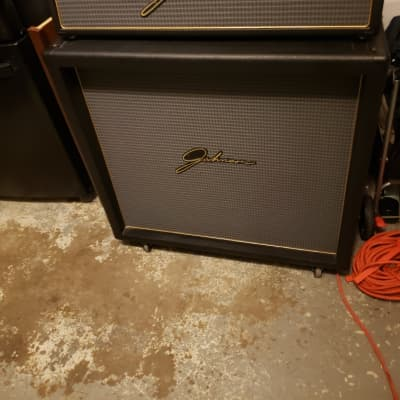 Johnson stereo millennium 250 head and a Johnson 4x12 stereo r mono cabinet for sale
