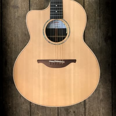 2019 Lowden 32 - SE Left Handed Electro Acoustic in Natural finish and hard shell case