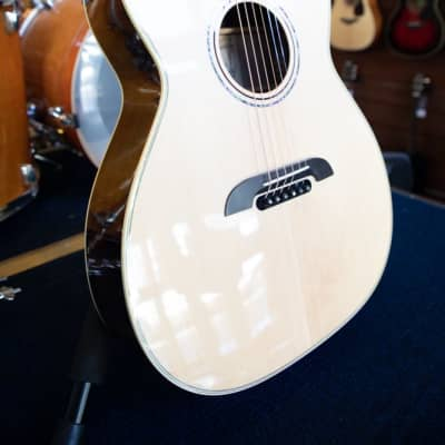 Alvarez FYM70CE Yairi Masterworks Series Folk/OM Cutaway Acoustic-Electric Guitar, Natural Finish, w/ Alvarez Hardshell Case for sale