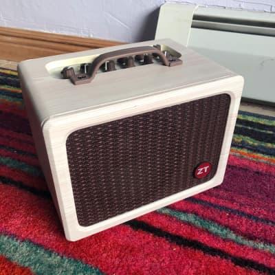 """ZT Amplifiers Lunchbox Acoustic LBA1 1x6.5"""" Acoustic Guitar / Vocal Amplifier"""