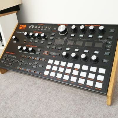 ASM Hydrasynth Solid Oak End Cheeks Stand from Synths And Wood