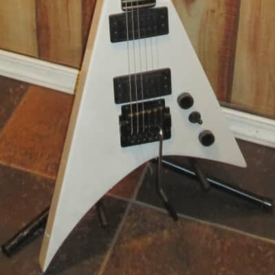 Peavey Vortex 2 Flying V Made in USA 1980's White 6 String Electric Guitar for sale