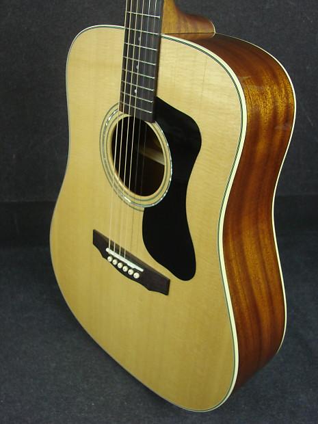 Guild D140 Solid Top Dreadnought Acoustic Guitar W Case