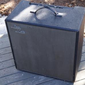 """Traynor YBA-2 Bass Mate 15-Watt 1x15"""" Guitar / Bass Combo (6V6 Version)"""