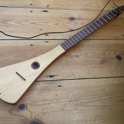 McNally Ukulele Strumstick Steel Strings + Gig Bag