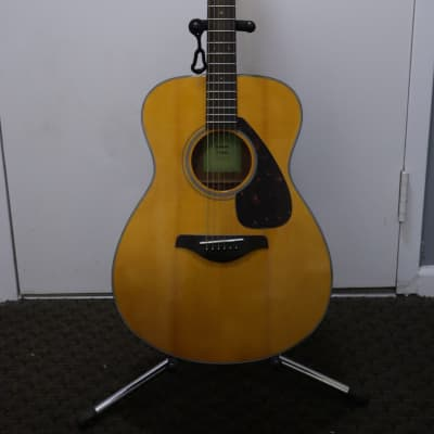 Yamaha FS800 Solid Spruce Top OM Acoustic Guitar Natural