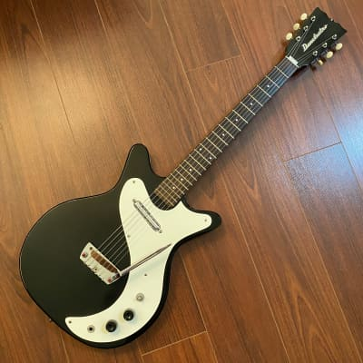 Vintage 1962 Danelectro Shorthorn with Manual Vibratro - Model 4011 - Case Included - Free Shipping