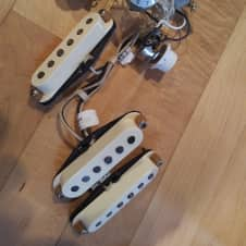 Lindy Fralin Blues Special Strat Pickups, Wired Up, *w/o* Pickguard