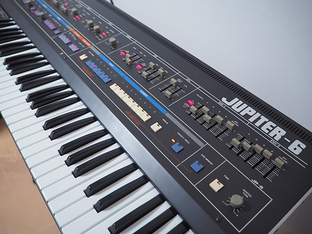 Roland Jupiter 6 in Excellent condition   Vintage Standards