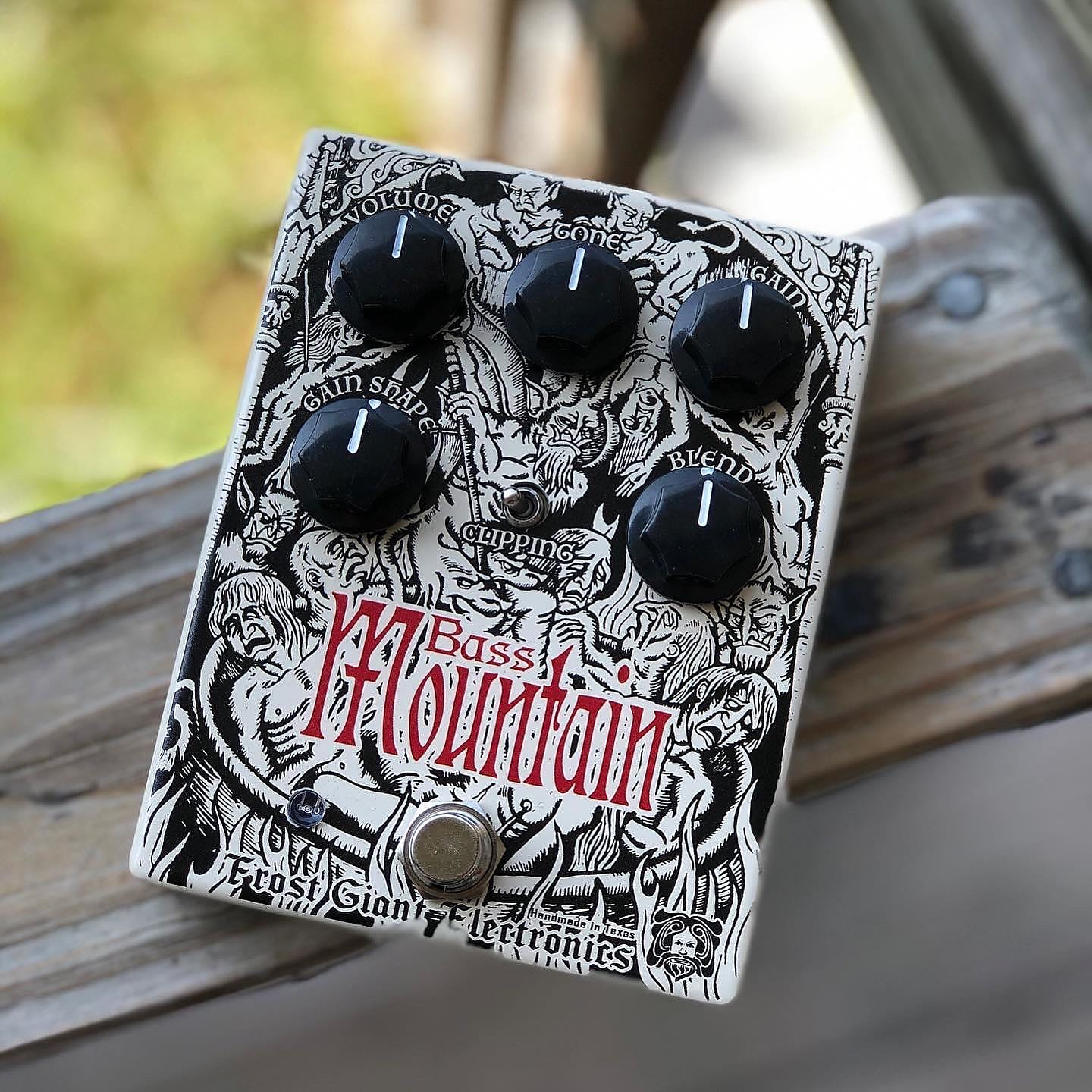 Frost Giant Electronics Bass Mountain Distortion / Fuzz Effects Pedal