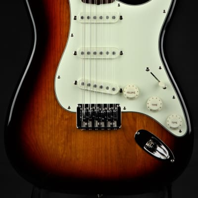 Fender Limited Edition Made In Japan Traditional Stratocaster XII - 3 Color Sunburst
