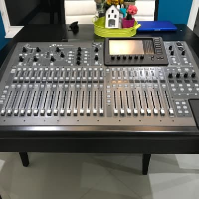 Behringer X32 Mixer with Case