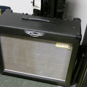 """Traynor DG30D2 DynaGain 30-Watt 1x12"""" Solid State Guitar Combo with DSP Effects"""