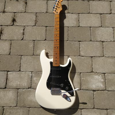 Fender  Roadhouse Stratocaster  2007 Arctic White for sale