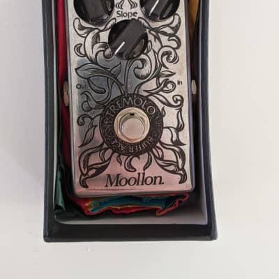 Moollon Tremolo - mint boutique tremolo pedal w box and paperwork for sale