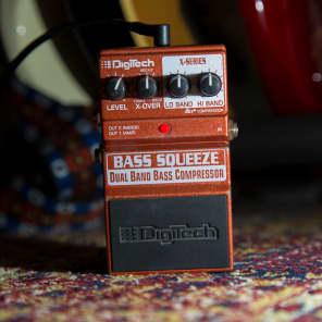DigiTech Bass Squeeze Dual Band Bass Compressor Pedal