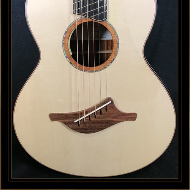 Lowden WL-50FF Wee Lowden Fan Fret in Cocobolo with Alpine Spruce Top in Satin Natural image