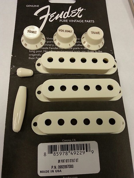 Fender Genuine USA Pure Vintage /'60s Stratocaster Accessory Kit in Vintage White