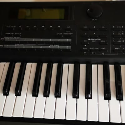 Roland XP-80 synth 76 keys xp80 xp 80