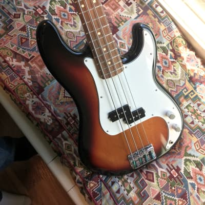 Fender Player Precision Bass 2018 3-Color Sunburst w/ Amp