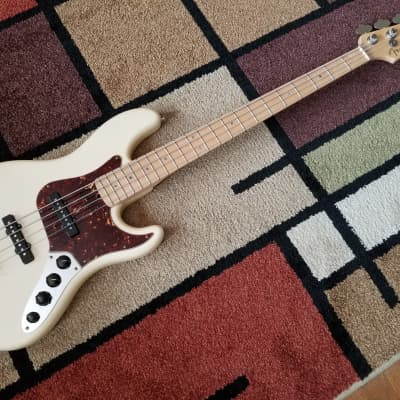 2008 Fender American Deluxe Jazz Bass 4 String Olympic White Pearl & Maple Neck for sale