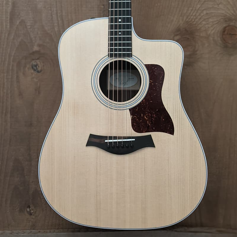 Taylor 210ce Dreadnought Acoustic Guitar Natural
