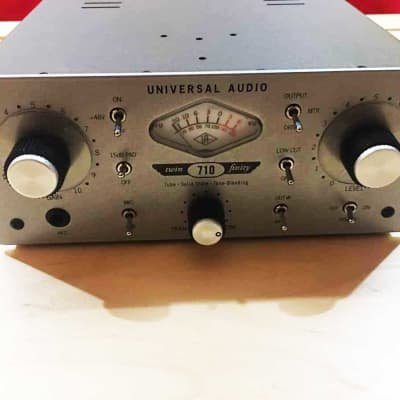 Universal Audio 710 Twin-Finity Microphone Preamp Silver