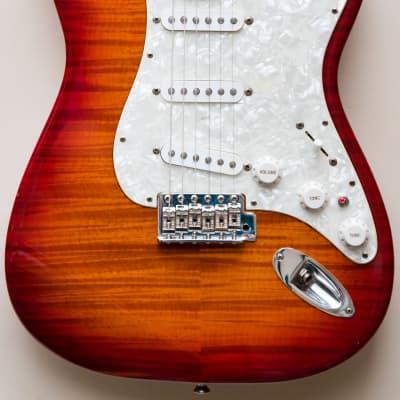 1995 Fender Japan 62 Vintage Reissue Stratocaster Cherry Sunburst Foto Flame top and neck - RARE MIJ for sale