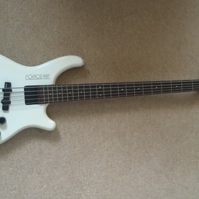 Washburn  Force ABT B105 Chicago Series 5 string.  Circa 1985 White for sale