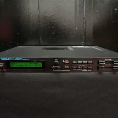 Roland JV-880 Synthesiser Expandable Rack Mount MIDI Sound Module 100V