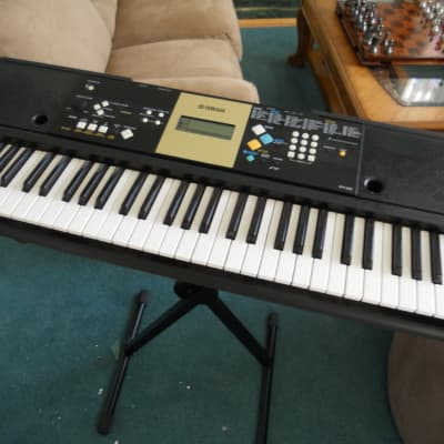 Yamaha YPT-220 61 Key Personal Keyboard with AC Adapter