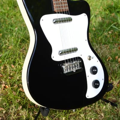 Danelectro '67 Dano  Black