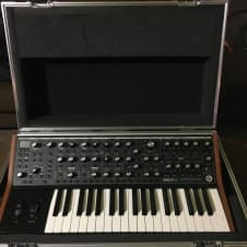 Moog Sub 37 Tribute Edition *plus Moog  ATA Flight Case