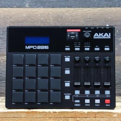 Akai Professional MPD226 Mini Pad Controller 16 MPC Playable MIDI Pad Controller