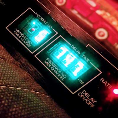Roland SDE-2500 Digital Delay Unit - Clean
