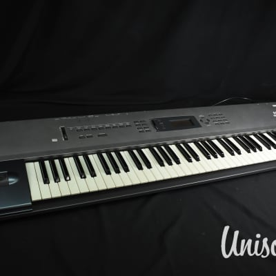 Korg N264 Music Workstation Synthesizer in Very Good Condition