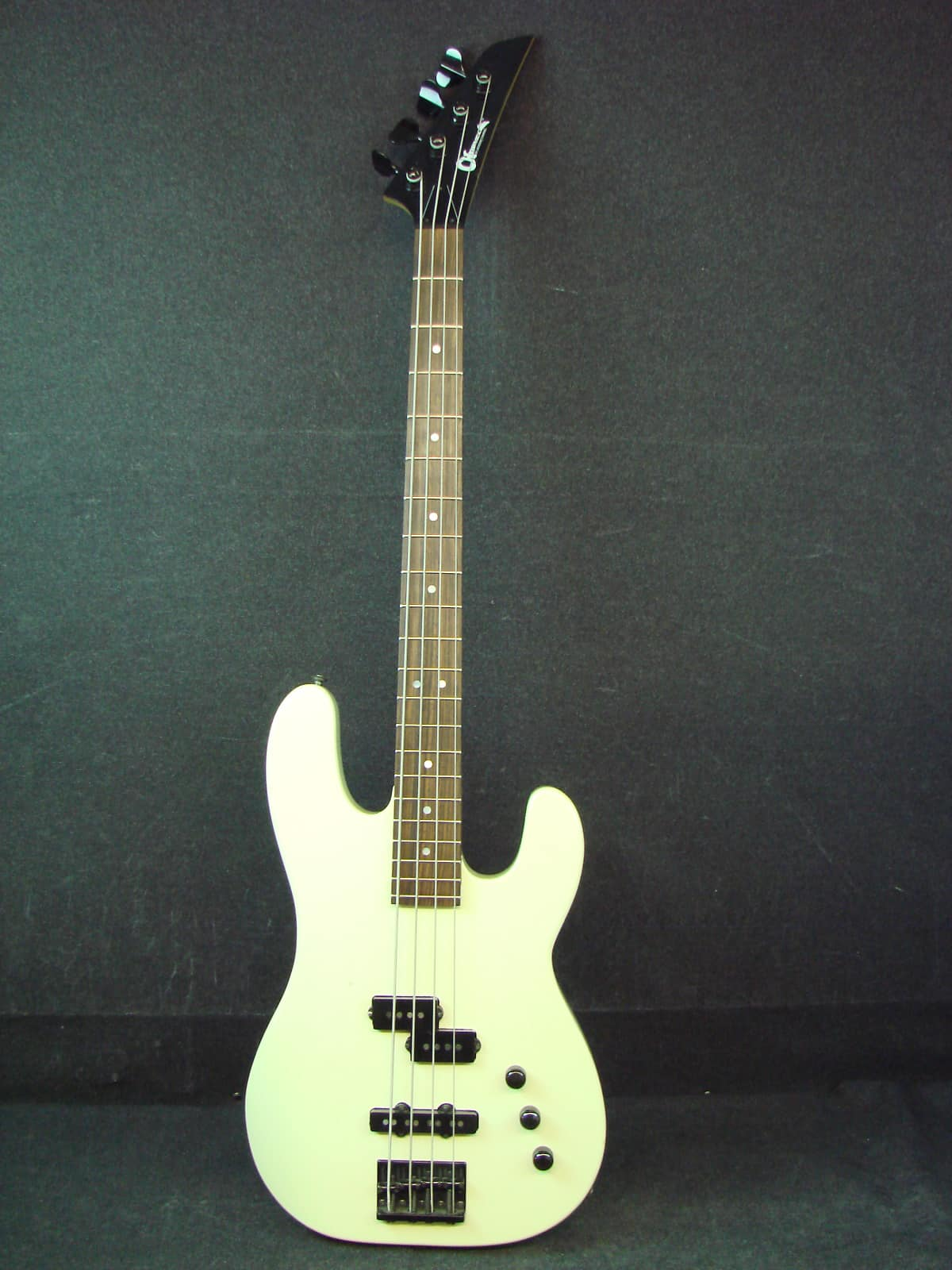charvel by jackson b2 white electric bass guitar w hard case reverb. Black Bedroom Furniture Sets. Home Design Ideas