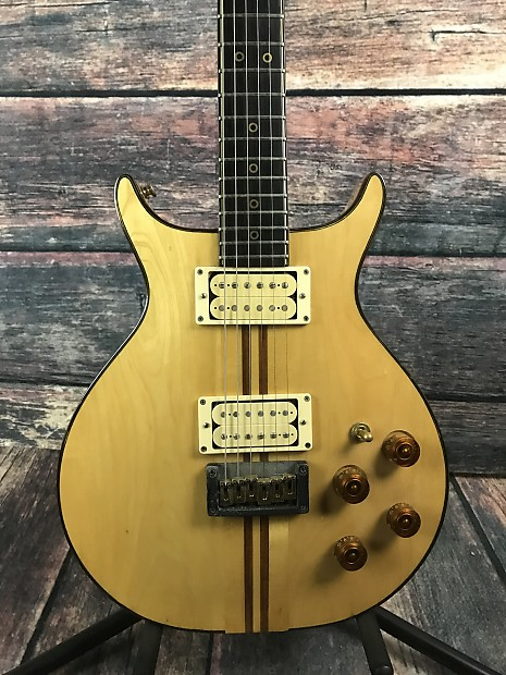 used washburn falcon double cutaway electric guitar with hard reverb. Black Bedroom Furniture Sets. Home Design Ideas