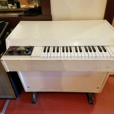 How to Repair a Mellotron M400: A Look Inside the Early