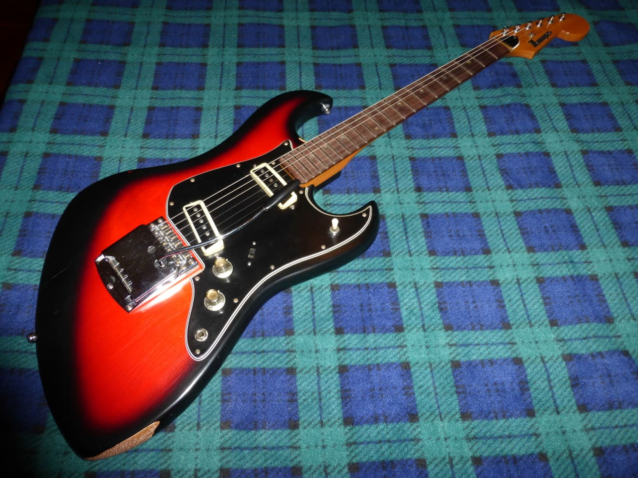 tempo electric guitar 1968 red black made in japan matsumoku reverb. Black Bedroom Furniture Sets. Home Design Ideas