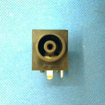 Korg   510374522029, Dc Plug Dj30 M3