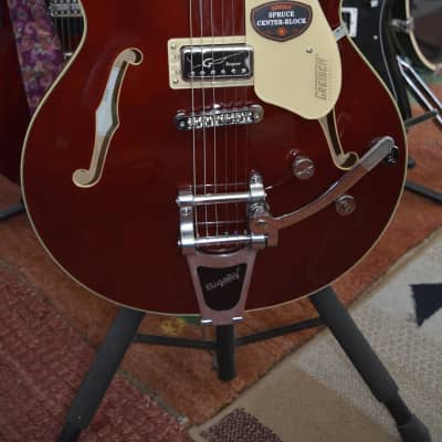 Gretsch  G5622T-CB Electromatic Center Block Double Cutaway in Walnut/Red w/Bigsby and HSC