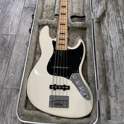 Marcus Miller V7 Sire  5-String with Maple Fretboard, case and Upgrades!!!